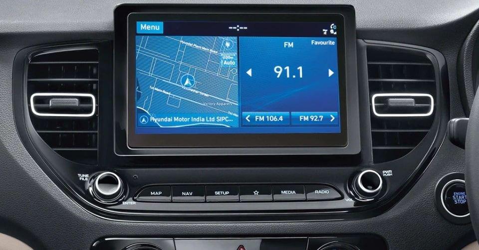 صورة لوحة التحكم الخاصة بسيارة هيونداي أكسنت 2022