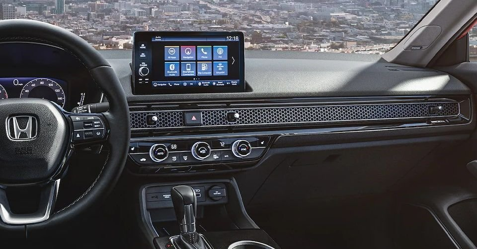 صورة لوحة التحكم ونظام المعلومات والترفيه لسيارة هوندا سيفيك 2022