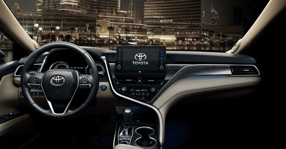 صورة لوحة التحكم لسيارة تويوتا كامري 2022