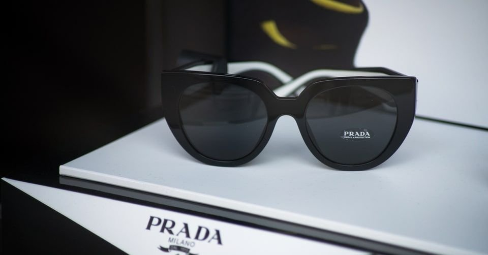 نظارة شمسية ماركة برادا (Prada)