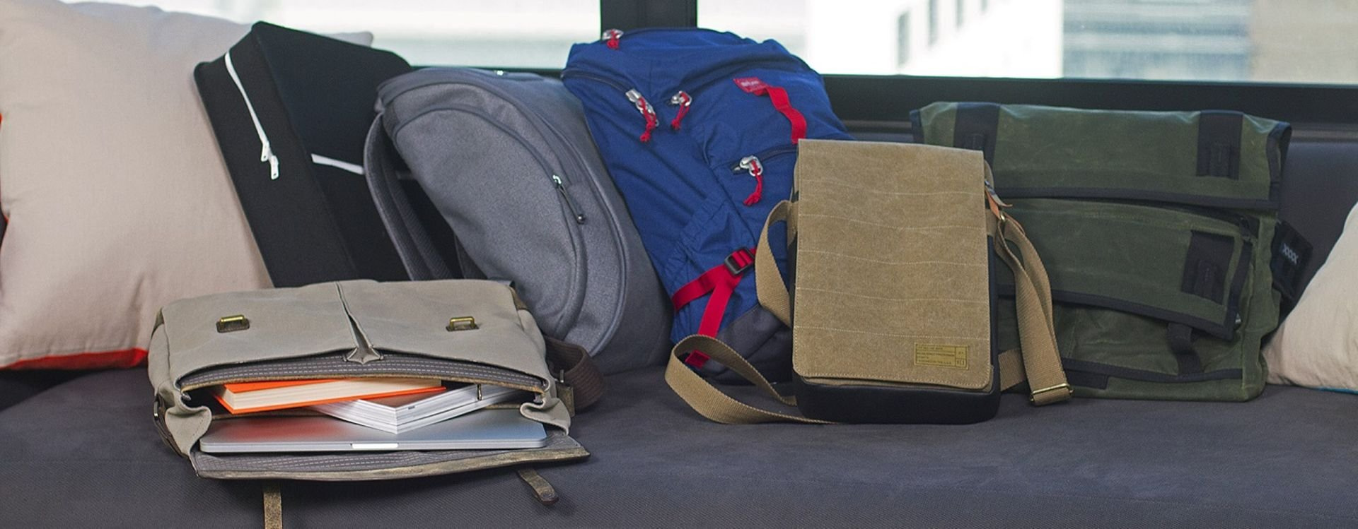 a783cfd63c4fa تقسم حقائب اللابتوب من حيث المادة المصنوعة منها الحقيبة إلى حقائب الجلد  الطبيعي، الجلد الصناعي