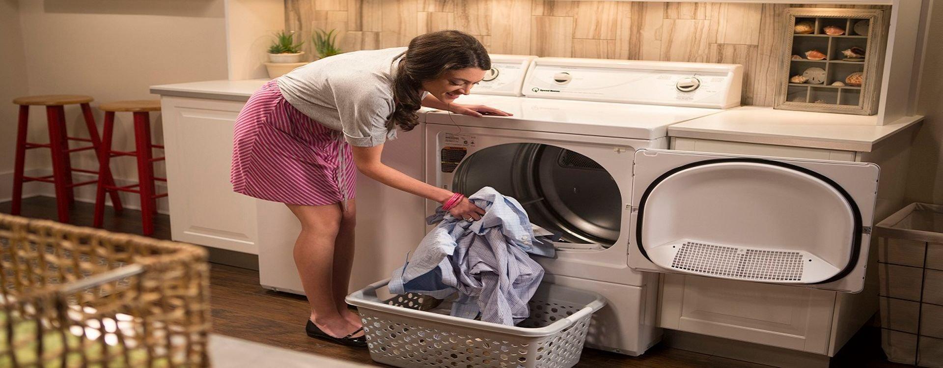 تعرفوا معنا على مميزات آلات تجفيف الملابس المستقلة والمدمجة وأنماطها المختلفة إضافة إلى آلية عمل حمَّاصة الغسيل