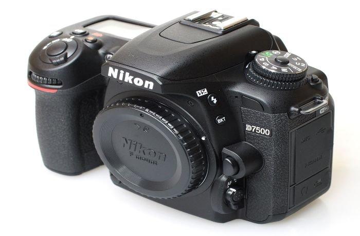 كاميرا نيكون دي7500  2