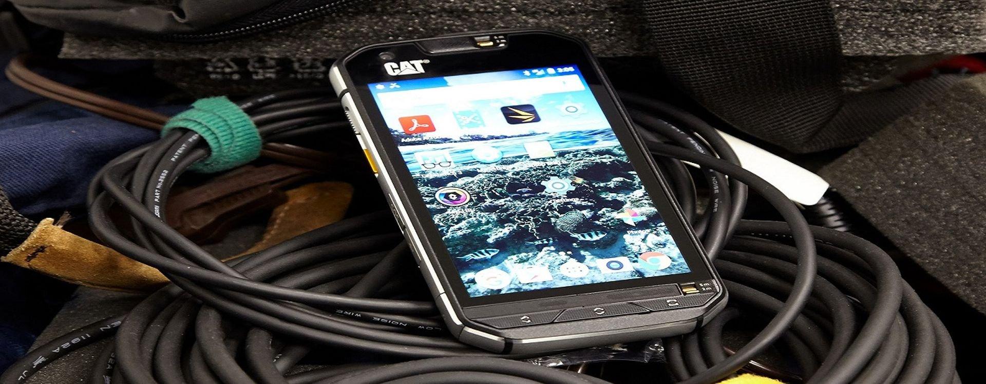 هل تبحث عن جهاز مضاد للصدمات ومقاوم للمياه؟! تعرف على الهواتف الذكية المعدَّة للاستخدامات الشاقة (Rugged Smartphones) أو (تافباد Toughpad).