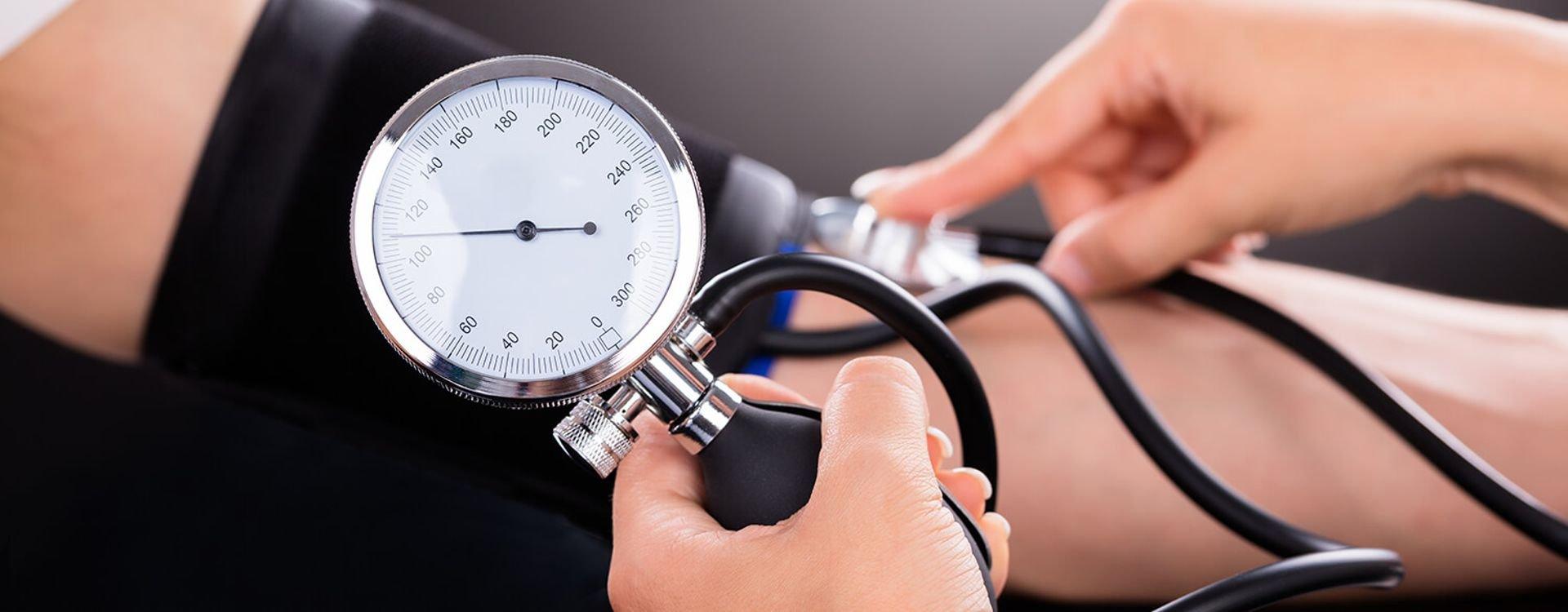 اختر جهاز قياس ضغظ الدم بعناية فائقة