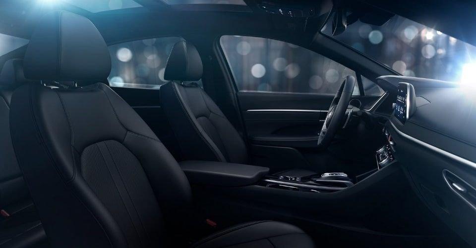 صورة تظهر مقاعد سيارة هيونداي سوناتا 2022