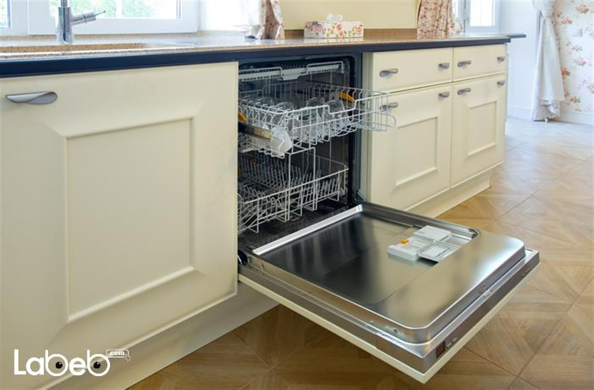 Built in dishwasher