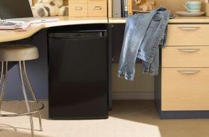 دليل شامل لاختيار ثلاجة مكتبية صغيرة