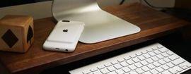 شركة أبل تزيح الستار عن أكثر من نسخة لغطاء خلفي مزوّد ببطارية إضافية لهواتف آيفون.