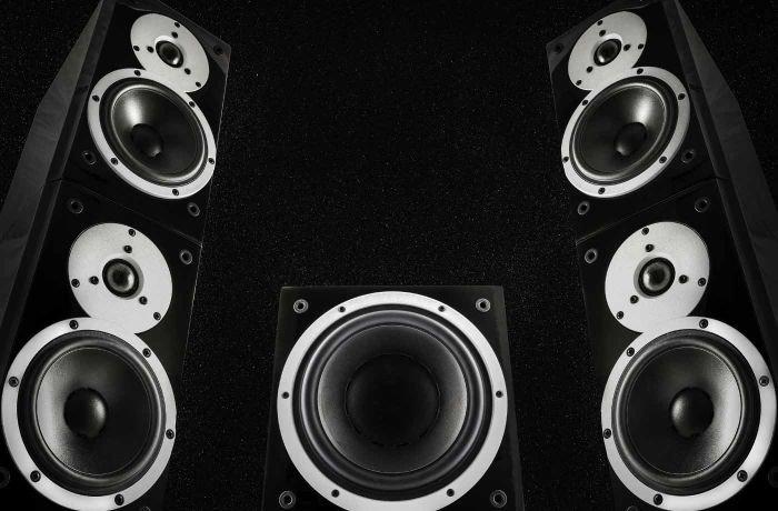 Subwoofer speaker with headphones