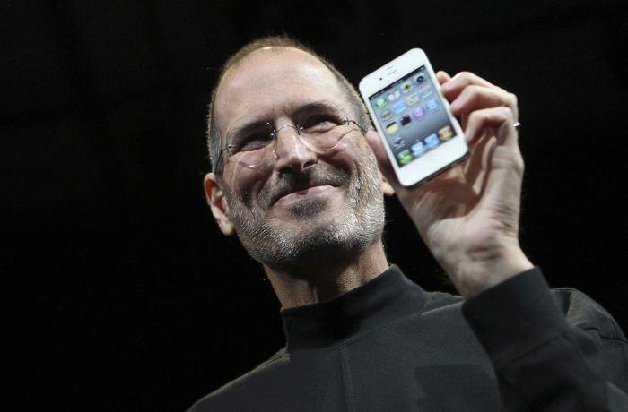 Steve Jobs announcing iPhone 4