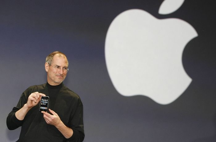 Steve Jobs announcing the first iPhone