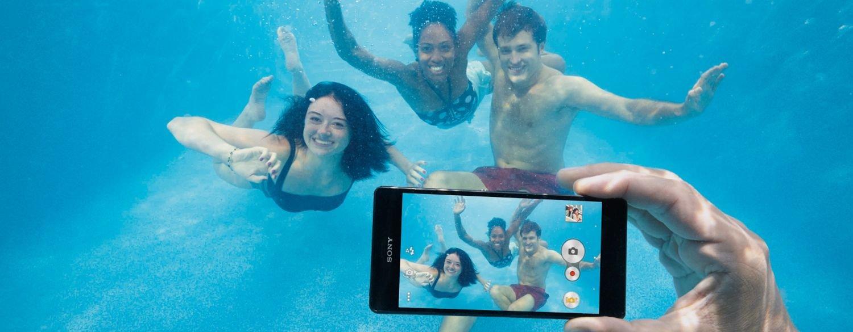 موضوع مقاومة الماء أحد اهتمامات الشركات المنتجة والمصنّعة للهواتف الذكية.