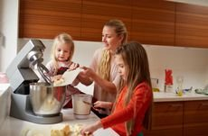 Your Guide to Buying a Kitchen Mixer