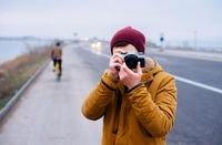 في ظل التطور التكنولوجي الذي يشهده القرن الحادي والعشرين لم يعد اقتناء كاميرا يحتاج إلى أموال طائلة كما في مطلع القرن العشرين.