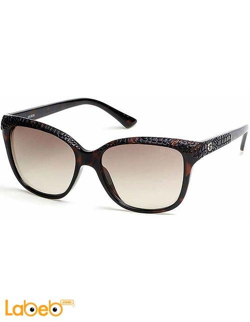 نظارات شمسية GUESS للنساء إطار بني داكن عدسة بنية موديل GU7401