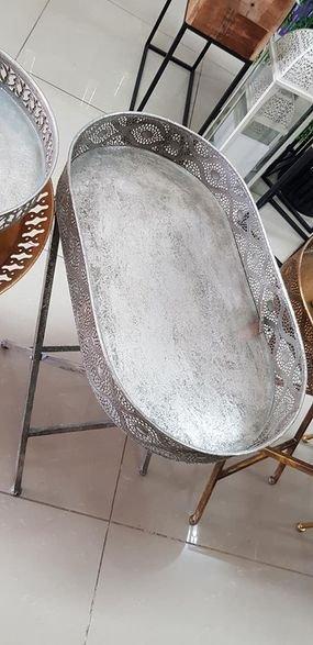 طاولة ضيوف بيضوية