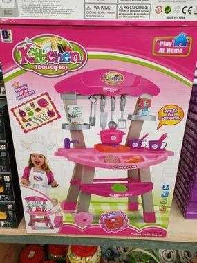 مطبخ متكامل بألوان زاهية