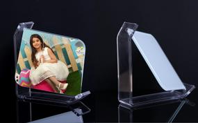 מגן זכוכית מסתובב עם מעמד פרספקס חזק עם הדפסת תמונה.