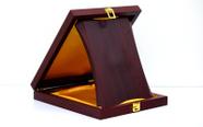 מגן הוקרה מעוצב מעץ איכותי ביותר לשולחן  דגם 465..