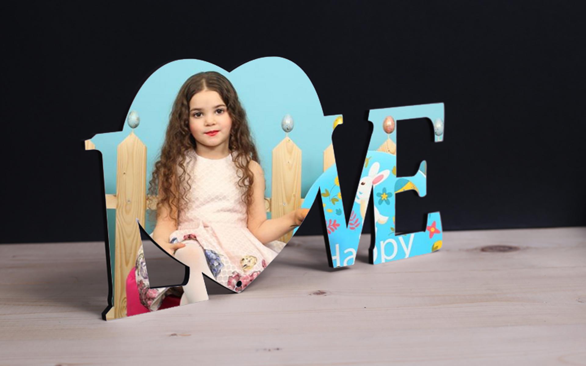 מגן איכותי צורת Love חתוך בלייזר עם הדפסת תמונה באיכות פוטו.