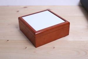 """קופסה תכשיטים מהודרת מעץ גימור לכה יוקרתי! גודל אריח 10*10 ס""""מ!"""
