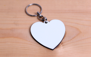 מחזיק עץ צורת לב עם הדפסת תמונה באיכות פוטו!