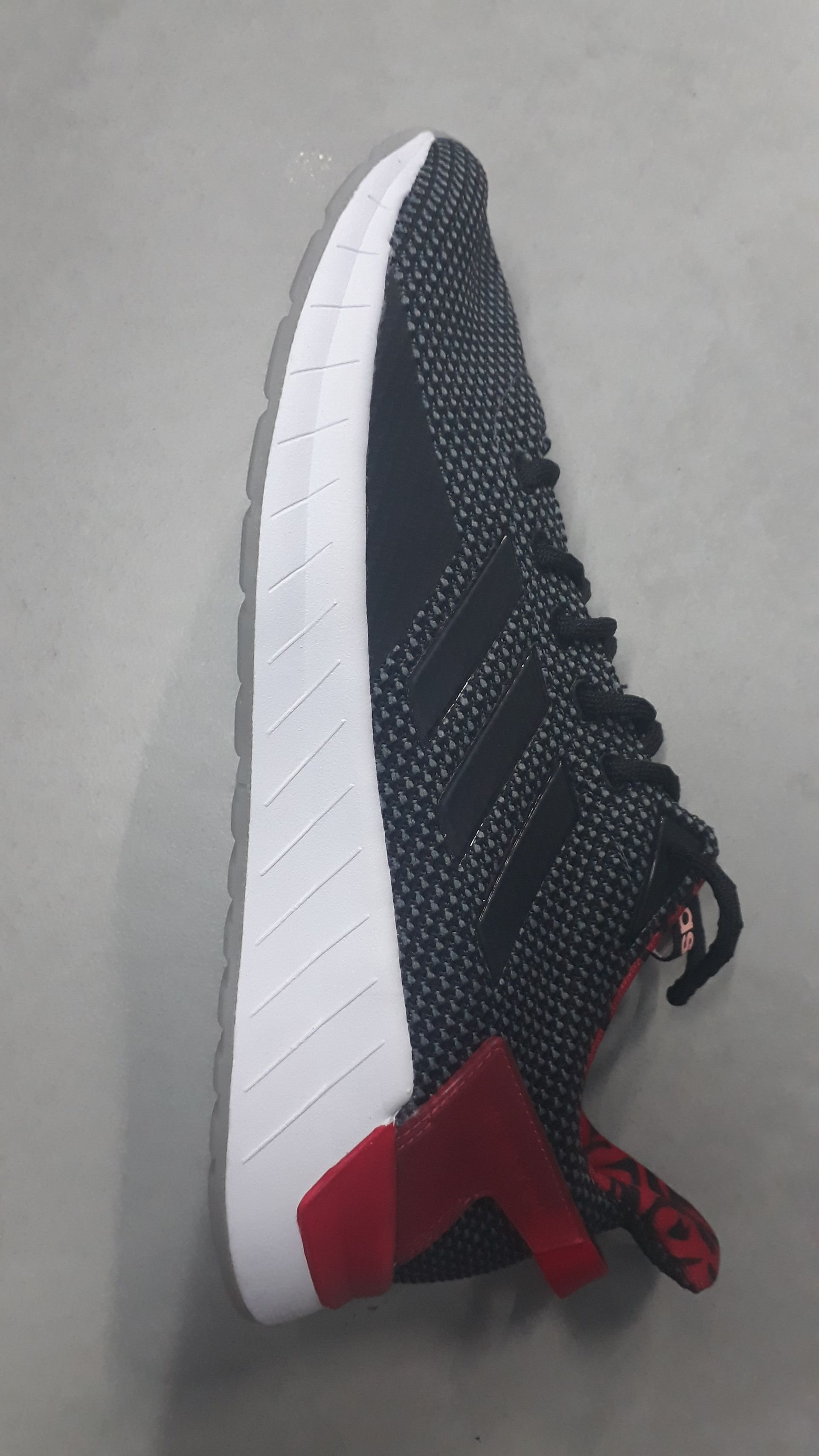 נעל ריצה אדידס