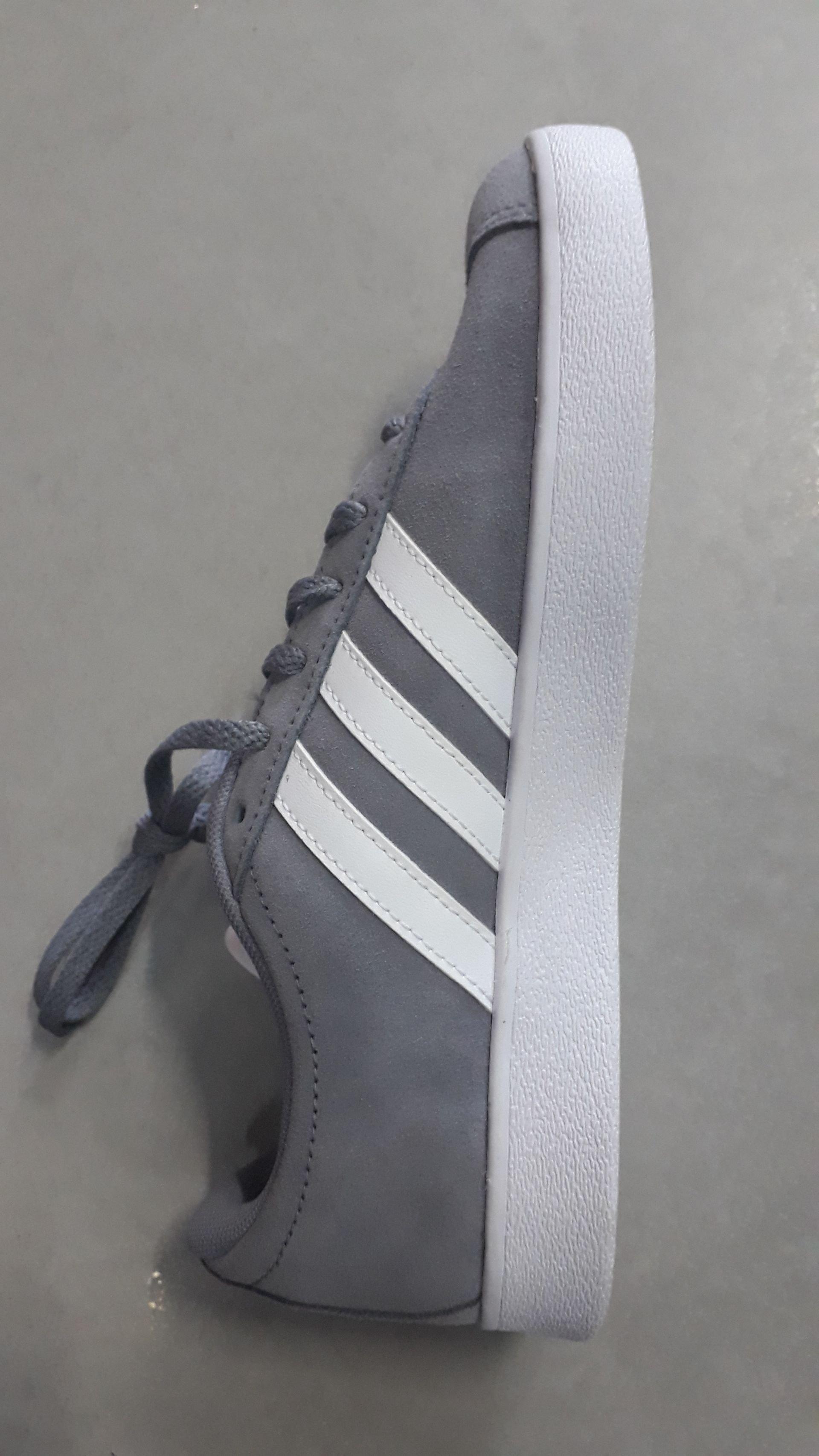 Adidas נוער