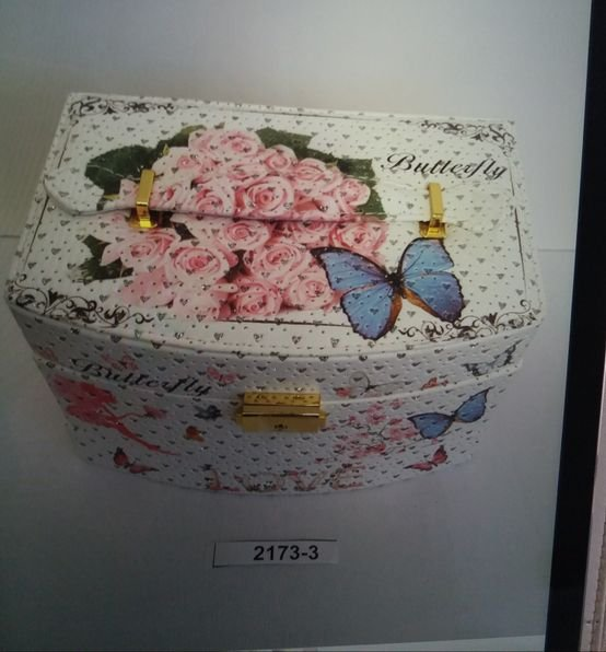 קופסת תכשיטים עם מפתח