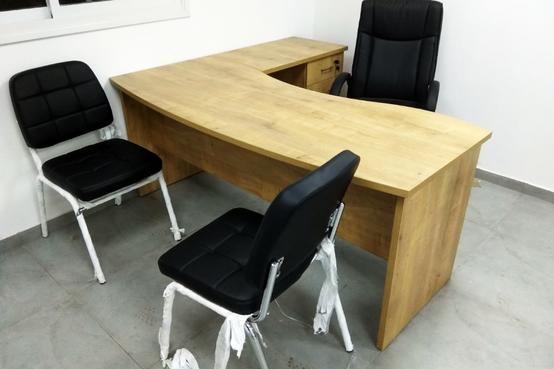 שולחן עבודה כולל שלוחה ויחידת מגירות