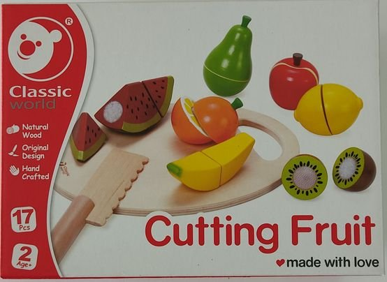 פירות מעץ נחתכים לחצי