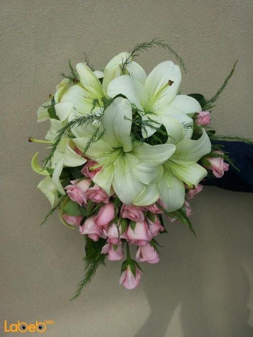 مسكة عروس أزهار ملونة من ليليوم وورد جوري