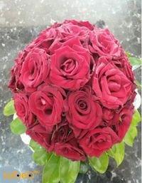 مسكة عروس من ورد الجوري لون احمر وورق أخضر