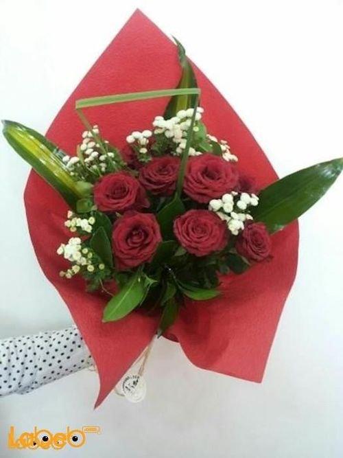 ضمة زهور من زهرة ليليوم ورد جوري احمر زهرة لويزيانا وبالون هيليوم