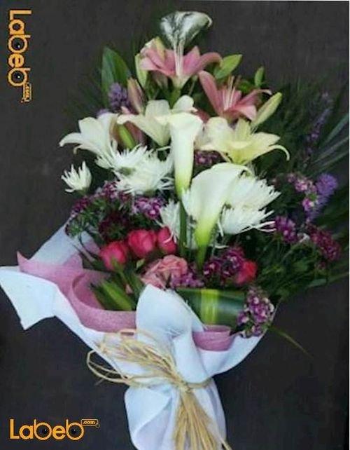 ضمة زهور من ورد جوري احمر اكسسوار متروكاليا وخضارات هولندية