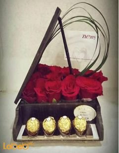 Flowers coordinated - piano form from red rose - ferrero rocher