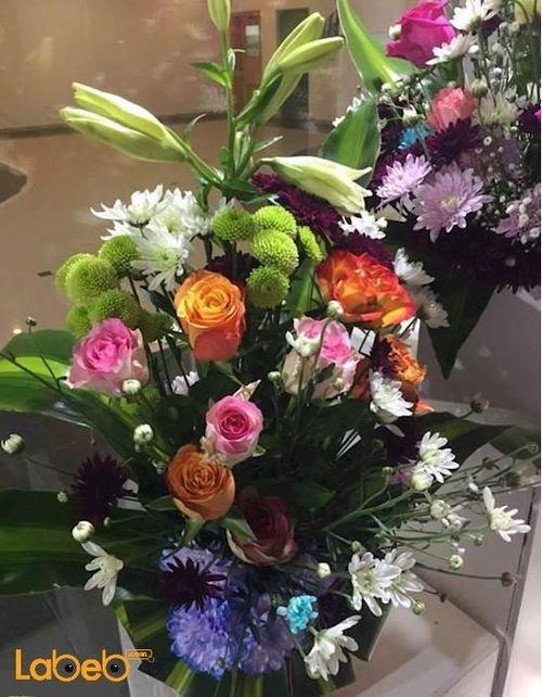 مزهرية وفازه ورد طبيعي وورد من عدة ألوان مميزة