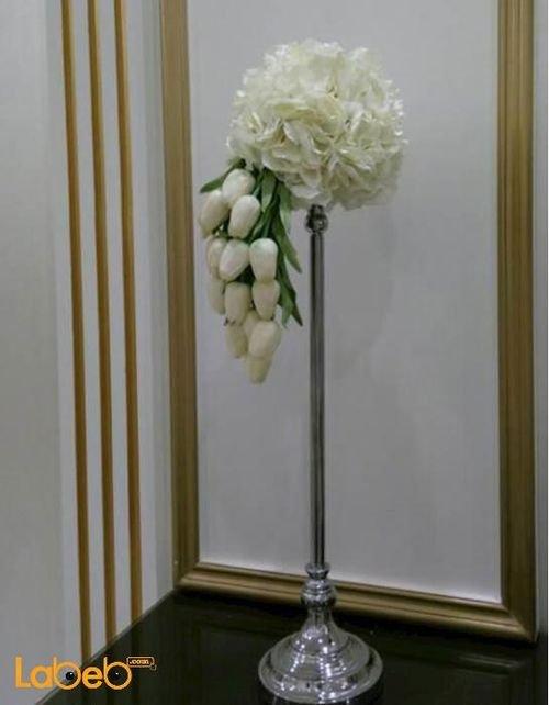 باقة ورد اصطناعي لون أبيض ورق أزهار أخضر قاعدة فضية