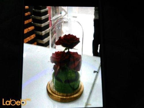 فازة ورد طبيعي مميزة 3 وردات لون احمر قاعدة دائرية