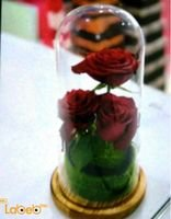 Natural flowers vase 3 red flowers Circular wooden base