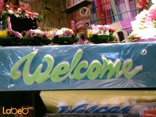 فلين أزرق منظر جميل مع كتابة كلمة welcome أخضر