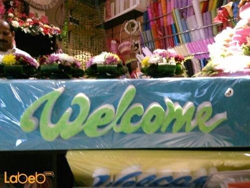 فلين أزرق منظر جميل مع كتابة كلمة welcome لون أخضر