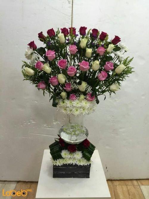 مزهرية وفازة مع صندوق خشبي ورد طبيعي ورد احمر ابيض وزهري