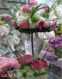مزهرية وفازة زجاجية ورد طبيعي فازة شفافة ألوان ابيض وزهري