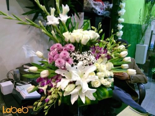 Natural flowers vase White Pink colors Green paper flower