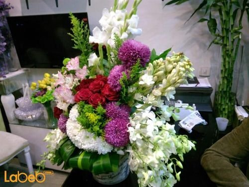 Natural flowers with base Red Pink Green and White