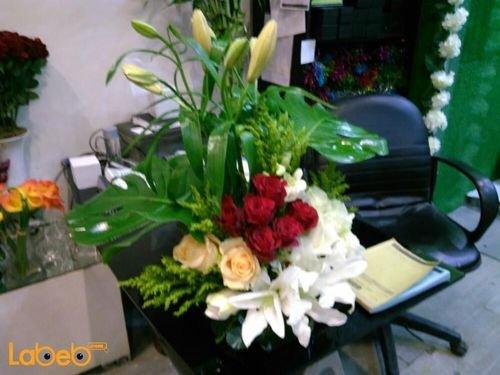 مزهرية وفازة ورود طبيعية مع قاعدة زجاج أبيض أحمر وبرتقالي