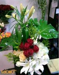 مزهرية وفازة ورود طبيعية مع قاعدة زجاج ألوان أبيض أحمر وبرتقالي
