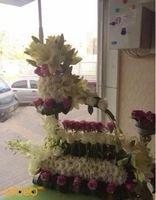 بوكيه ورود طبيعية مصمم من الألوان الابيض والزهري